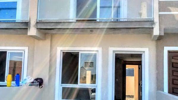 Vendo ótimo sobrado no Porto Verde - Dois dormitorios, duas vagas para carro -