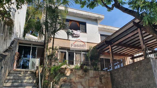 Sobrado no Jardim Kerlakian, com 3 quartos