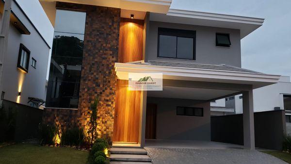 Residência nova, averbada, em condomínio fechado no bairro Vila Nova