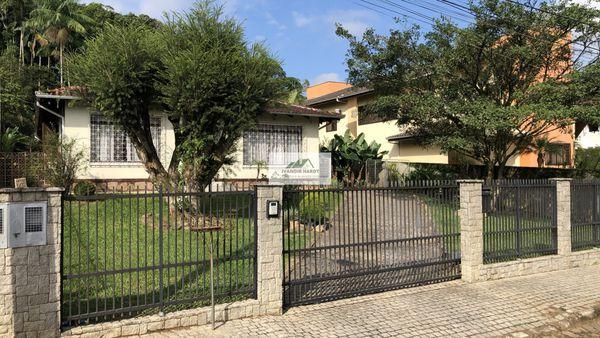 Terreno em localização nobre em Joinville, no bairro América, com 2.470 m² (19 x 130)
