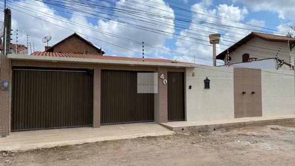 Casa em Gravatá-225M²/4 Quartos/3 Suítes/3 Vagas/Localizado/Estilo Morderno/Oportunidade