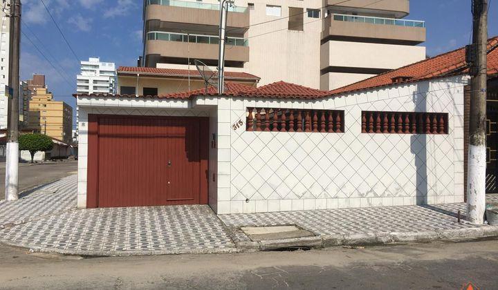 CASA COM 4 DORMITÓRIOS SENDO 3 SUITES NA CIDADE OCIAN PROXIMO AO MAR EM PRAIA GRANDE
