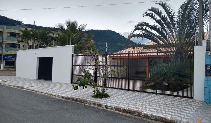 LINDA CASA COM 4 DORMITÓRIOS SENDO 3 SUITES E COM PICINA NO SOLEMAR EM PRAIA GRANDE
