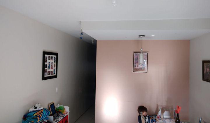 Vendo ótimo sobrado no Porto Verde - Dois dormitórios com uma suíte, duas vagas p/ carro