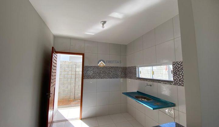 2 dormitórios, sala, cozinha, garagem estendida