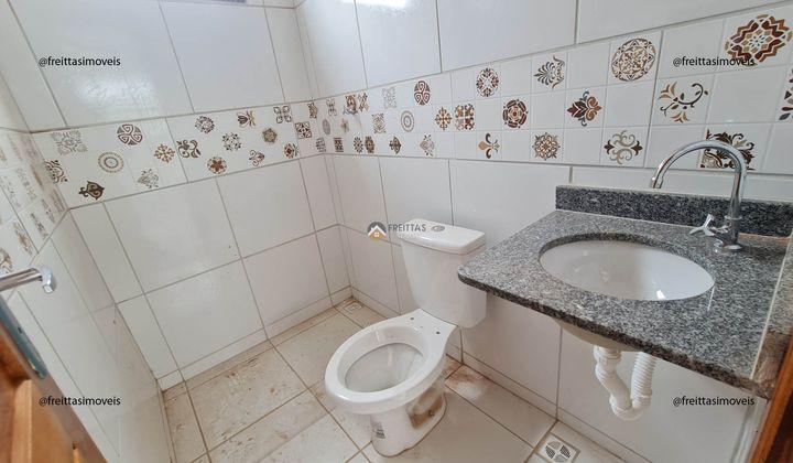 2 quartos, 1 banheiro, garagem para dois carros, toda lajeada