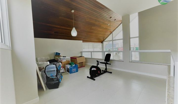 Casa/Sobrado 03 quartos, Alto Padrão, Balneário Piçarras - Santa Catarina, SC .