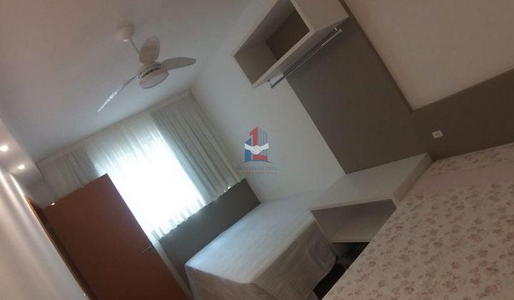 Apartamento mobiliado em condomínio frente mar e pé na areia
