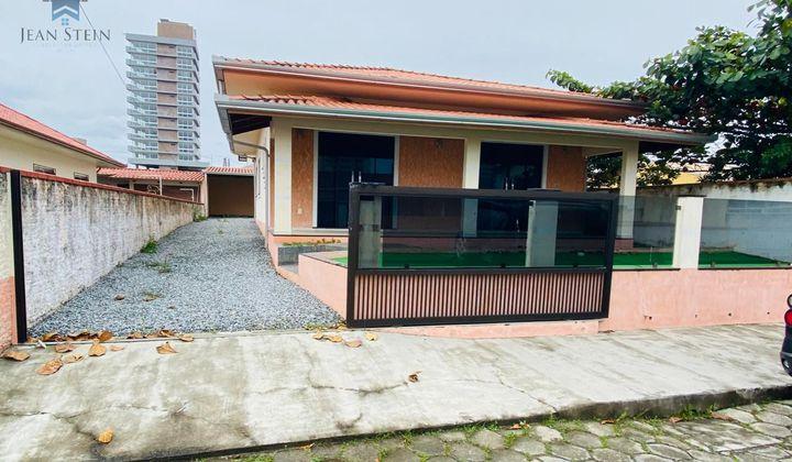 Perequê- Casa de Praia 3 Quartos em Ótima Localização