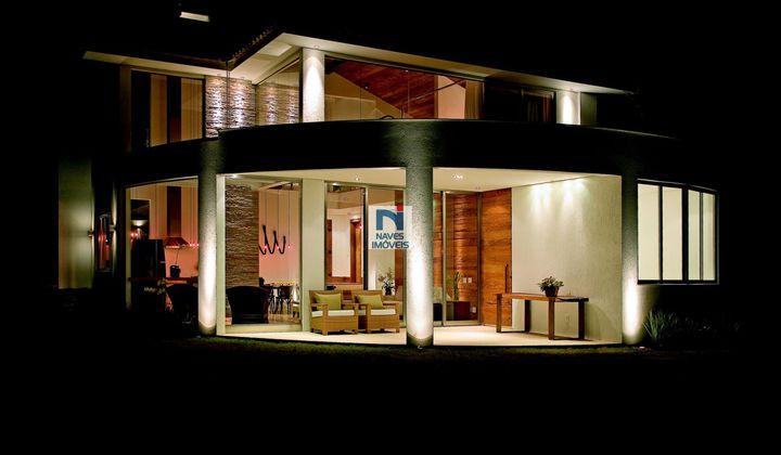 Casa no Alphaville, com 5 quartos - 196m²