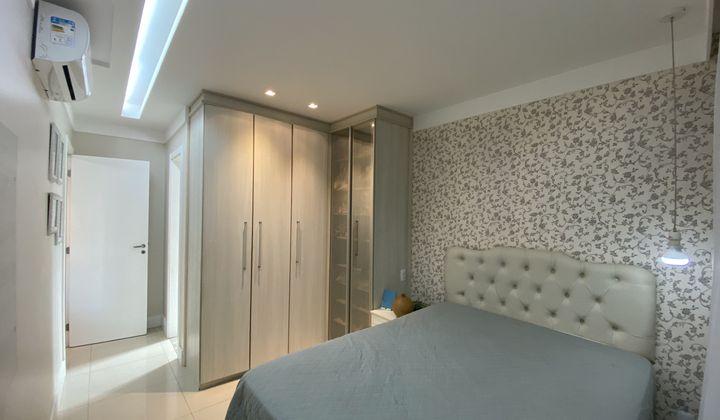 2/4 com sala ampliada em armação, vista mar, decorado!