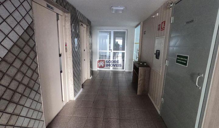 Apartamento no Costa Azul com 2 quartos sendo uma suíte.